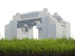 大阪名物、梅田スカイビル最上部の空中庭園の展望台が見えます(望遠)  http://www.kuchu-teien.com/observatory/