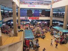 ロンビエン・バスターミナルに戻り次に向かったのは、ドンスアン市場。