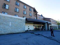 ここから昨日到着した旭岳万世閣ホテルベアモンテを紹介