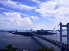 ウヒョォォォォォ!!!!! こりゃ絶景や、素晴らしい!\(^o^)/ 眼下に広がる、瀬戸内海の遥か先まで続く瀬戸大橋の絶景にはもう言葉もありませんでしたね〜