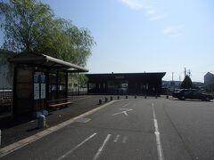 伊勢治田より25分かからず北勢線阿下喜駅に到着。西桑名行きの列車は既に入線していたのでだいぶ発車まで時間はありますが改札をくぐります。