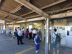 阿下喜9時41分発、20.4Kmを46分かけて終点西桑名10時27分着。ぶっちゃけ途中で寝てしまい目が覚めたら終点まであと3つくらいでした(^_^;) 乗った感想としては、阿下喜〜楚原では小さな電車がゴトゴトと山の中を走る様がまるで遊園地の電車のようでそれこそアトラクションぽかったかな。あとは終点の西桑名に近づくにつれ乗客が増え思っていたよりも多くの人が北勢線を利用していると感じました。