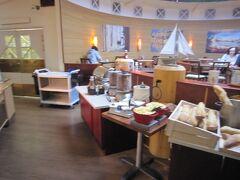 3日目の朝です。  宿泊先はトゥルクのクムルス・ツルク・ホテル。 朝食のレストランです。
