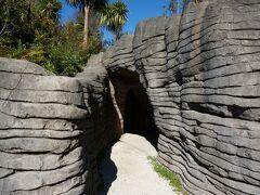 まずはルアクリ洞窟へ。 ビジターセンターからバスで移動。 ルアクリ洞窟は撮影可能。