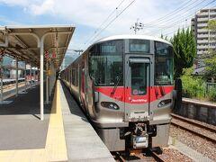 横川駅から可部線に乗ります。227系は3両で固定だとか。広島らしく?赤を基調にしてスマートです。