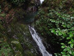 タロウ淵付近の滝と滝壺が連続する箇所