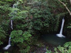 二見滝。左側の滝は俯瞰してみると落差があることが分かる。