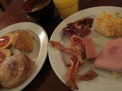 代わり映えのしない朝食 自作のパン・コン・トマテはまずまずの出来