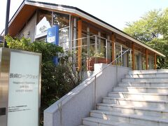 淵神社の敷地内に「長崎ロープウェイ」の乗り場があって、稲佐山の頂上まで行くことができる。 が・・・中腹とはいえホテルからの景色を見ることが出来ていたので、ここは省略。