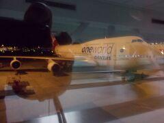 シドニー 21:00発。  QF0025便。