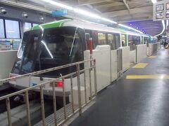 羽田空港から、浜松町へは、モノレールで移動。