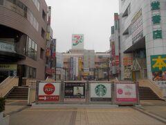 早朝の、松戸駅、東口。