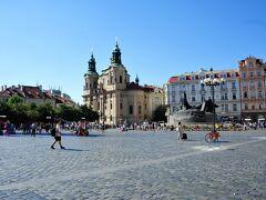 広場の大きさが分かるかな・・・ 聖ミクラーシュ教会  聖ミクラーシュ教会をなぜ目指してたかというと・・・・