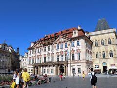 建物に囲まれた旧市街広場はあっちこっちにあると思うけど ここはとりわけ広いように思いました。