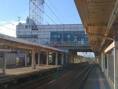 予定通りの電車に乗車し南千歳駅で苫小牧行きの電車待ちです。