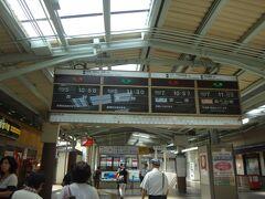 橿原神宮は初めて来ました 橿原神宮で乗り換えこの駅は広い 構内に店舗も結構ありました 吉野行に乗りますが吉野はまだ行ったことがありません