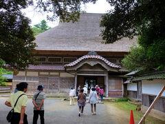 上時国家 http://www.wajimaonsen.com/article_detail/70_1.html   平家滅亡にも生き残り 能登の地へ流された      平 時国の家 文化5年(1808)建築、、     広さは 623.7? 流されたにしては  広大な敷地に豪華な建築