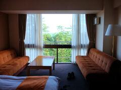 蛸島の 珠洲ビーチホテルへ     曇り空、、