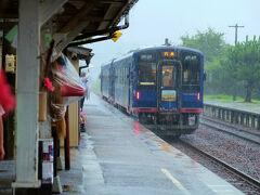 能登中島駅 のと鉄道 体験はここまで    豪雨。。。特別観光列車 すれ違う、