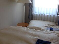 辰野駅近くのホテルはなかなか空室が見つからず、 かといって車でホタル祭りに近づく勇気はなく、 電車で辰野駅に行くことにして、 岡谷駅から徒歩30秒のホテル「岡谷セントラルホテル」に宿泊。