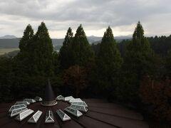 部屋からの眺望。晴れていると男体山も見えるらしい。
