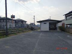 そこにあるのが一志駅。 川合高岡駅から歩いて3分ちょっと。 ここを乗り継ぐ客も結構いるらしい。