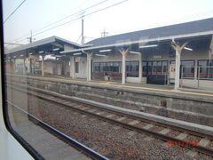 弥富駅で列車すれ違いのため運転停車。 この先4回も運転停車を行う。 単線区間の多いJR線の泣き所。