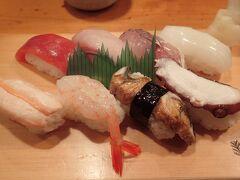 宿にチェックイン後、友人と寿司を食べに行きました。  並にぎり 1,400円