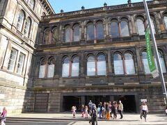 スコットランド国立博物館(National Museum of Scotland)です。街中にあります。自然科学や世界の文化芸術に関する展示を集めた東館と、スコットランドの歴史に関する展示を集めた西館で構成されています。入場は無料でした。