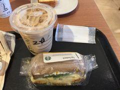 東名でも中央でもとりあえず昼ごはんはスターバックスになってしまいました。