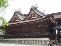 吉備津彦神社から、山の向こう側(西側)にある吉備津神社に向かいました。  こちらは備中一宮。  「吉備津造り」というここでしか見ることのできない比翼の千鳥破風の屋根が大変美しいと思います。