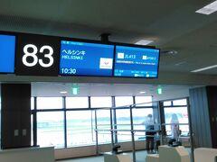 2016年9月12日(月)成田空港第2ターミナル 集合は8:30。 でも、3日前WEBチェックインで、通路側の席が取れなかったので、7:30にJAL窓口へ。通路側に変更してもらいました。座席は2-4-2の2の通路側です。  それからユーロに両替し、阪急の受付へ。  今回の参加者は20名です。