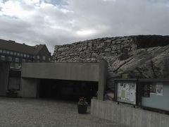テンペリオキ教会  岩をくりぬいて作った教会 外から見ると全く教会らしくありません。北欧らしい斬新なデザインの教会です。