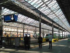 中央駅のプラットフォーム。 誰でも入れます。