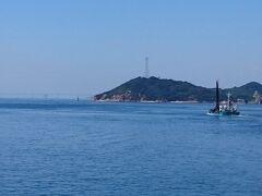 2日目はフェリーに乗って直島へ。瀬戸大橋ー!