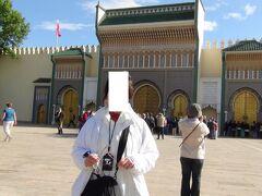 王宮門の前