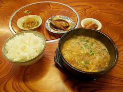 """2016.09.03 下関 テンジャン定食600円だ。「甘口、中辛、辛口、激辛」から選べと言われたので謙虚な私は辛口にしたのだが、おそろしく辛くてやっとこさ食った。だがしかし、""""辛いはうまい""""なのでこれでよかったのかなと思う。本場の韓国料理はあまり食べたことはないが、イワシの(日本のしょうゆ味ではない)煮付けといい、日本では食べなれない味であった。"""