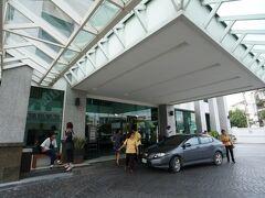 昼食会場のホテルに到着。 約1時間の休憩です。
