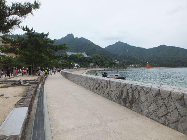 海沿いを歩いて、まずは厳島神社方面へ