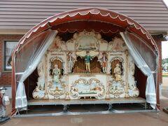 オランダ製ストリートオルガン展示演奏   オランダ特注のストリートオルガンが設置されています。チューリップフェア開催中は生演奏を聞くことができます。