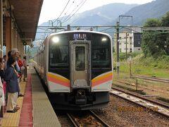 12:23 ローカル電車に乗車 (7分間)      地元の利用者の皆さんにジロジロ見られちゃった。      でも楽しい。