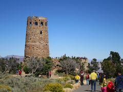 ウォッチタワー。この辺りから本格的なグランドキャニオン、大勢の観光客が押し掛けてきています。