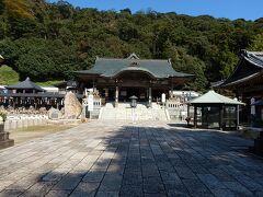 松江城から23km、一畑薬師。 本尊は薬師如来で、目の病に御利益がある。 また、漫画家の水木しげるゆかりの寺院とあって、モニュメントが境内に点在する。 境内は広く、拝観目安は30分。 授与所で御朱印を頂ける。