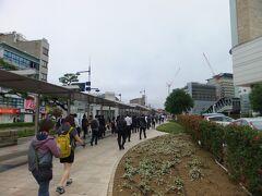 高松築港駅からJR高松駅方面へ向かう人も多かったです。