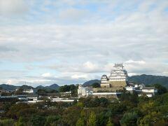 以前訪問したことがあるので、今回は岡山城、後楽園、倉敷美観地区、栗林公園、金比羅はパス。帰りは乗り継ぎの関係で姫路で一時間弱時間があったので、噂の新生姫路城を見てきました。さすがに中に入る時間まではなかったけど。やはり見事です。