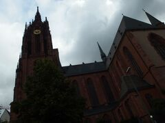 美術館の向かいに建つ、歴代皇帝の戴冠式が執り行われたという大聖堂。 正式名を「聖バルトロメウス大聖堂」といいます。