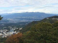 高根展望台より 遠くに赤城山、眼下は伊香保のまちです
