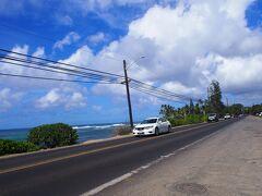 海亀が99%の確率で見れるという噂のラニアケアビーチへ。 こちらが駐車場。