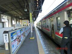 岡山駅から1時間、9:40に丸亀駅に到着。 他の2人は先に着いて待っていた。 坂出駅で乗り換えでした。 初めて瀬戸大橋を渡りましたが、電車からも瀬戸内海がよく見えました。 やはり感動しましたね。