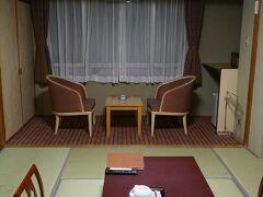 今回の宿泊は登別万世閣さん 部屋は和風のスタンダード。  部屋にお風呂もトイレもついていました。